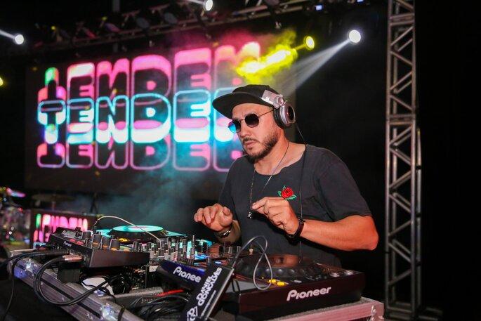 DJ Daniel Gonçalves tocando sua playlist