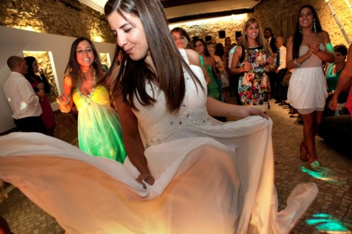 Organisieren Sie zur Verlobungsfeier auch einen DJ – Foto: Nuno Palha
