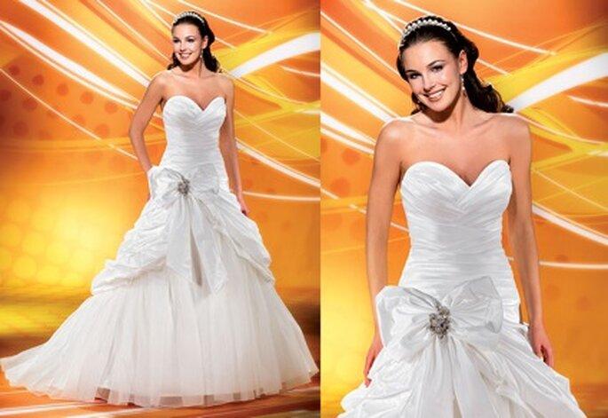 """""""Zu groß"""" gibt es nicht dieses Jahr, wenn es um die Dekoschleife geht. ;) Hier Brautkleid Nummer 2912"""