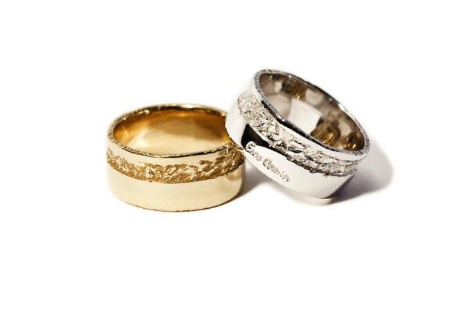 Sognate gioielli originali come queste fedi in oro bianco e giallo?