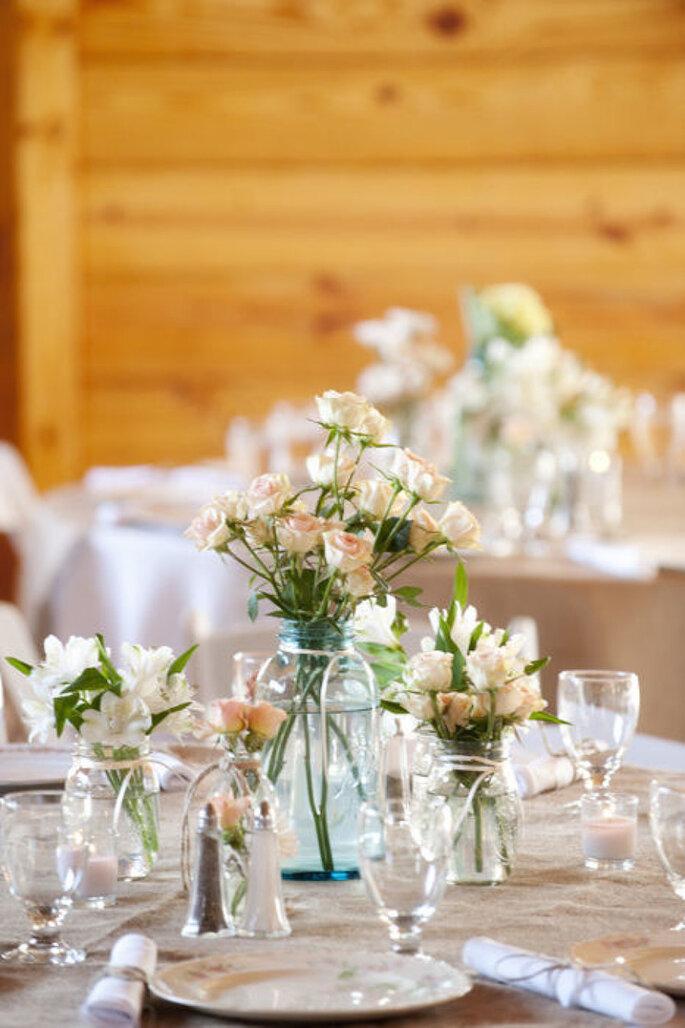 Las ideas más originales para usar los mason jars en tu boda - Garrett Nudd Photography