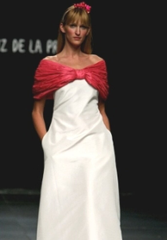 Agatha Ruiz de la Prada 2010 - Vestido largo bicolor, escote envolvente, con bolsillos