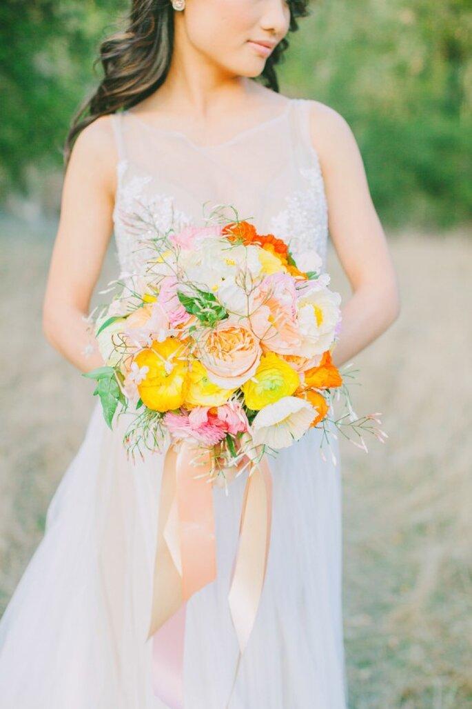Un ramo de novia con los colores perfectos para acompañar tu estilo - Foto Avec L'Amour Photography