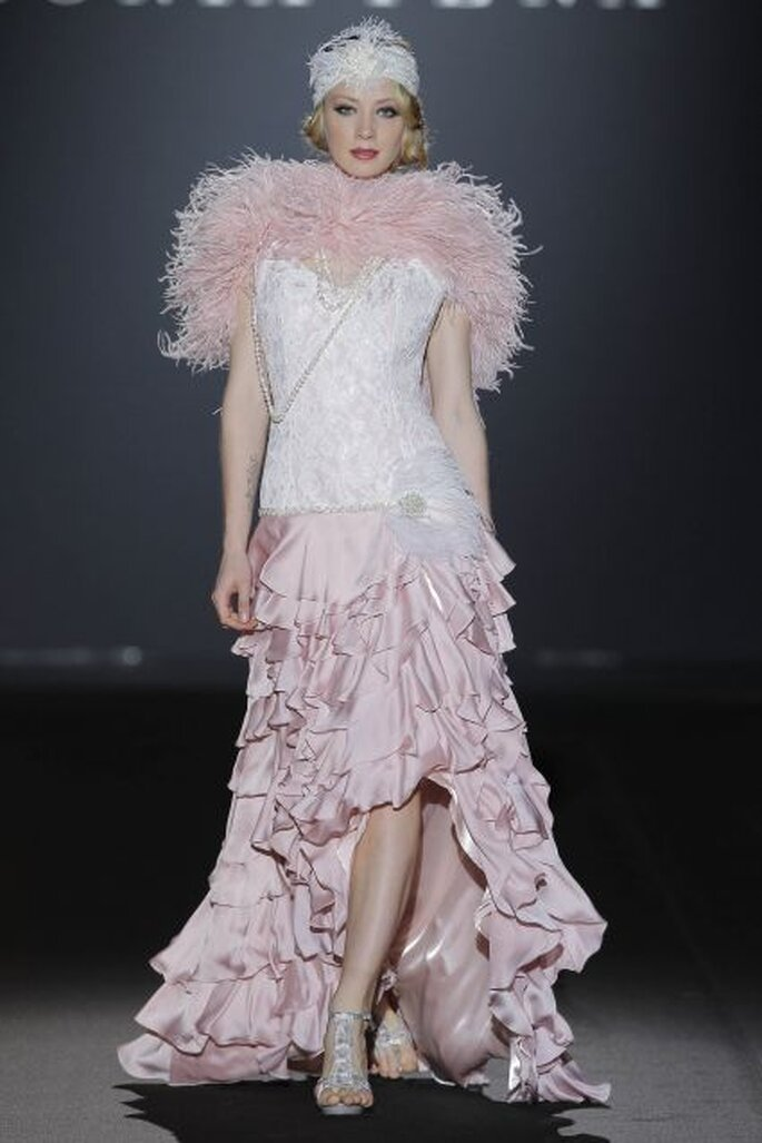Robe longue de soirée de style rétro de Sonia Peña 2014. Photo: Barcelona Bridal Week / Ugo Cámara