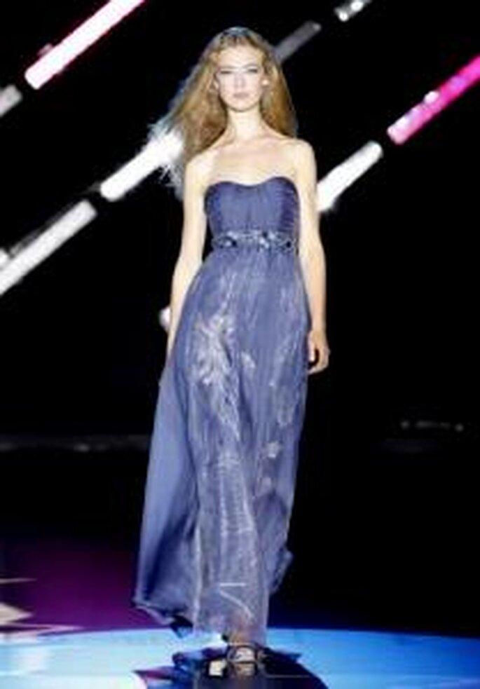 Cabotine 2010 - Vestido largo azul marino de corte imperio, escote strapless en forma de corazón