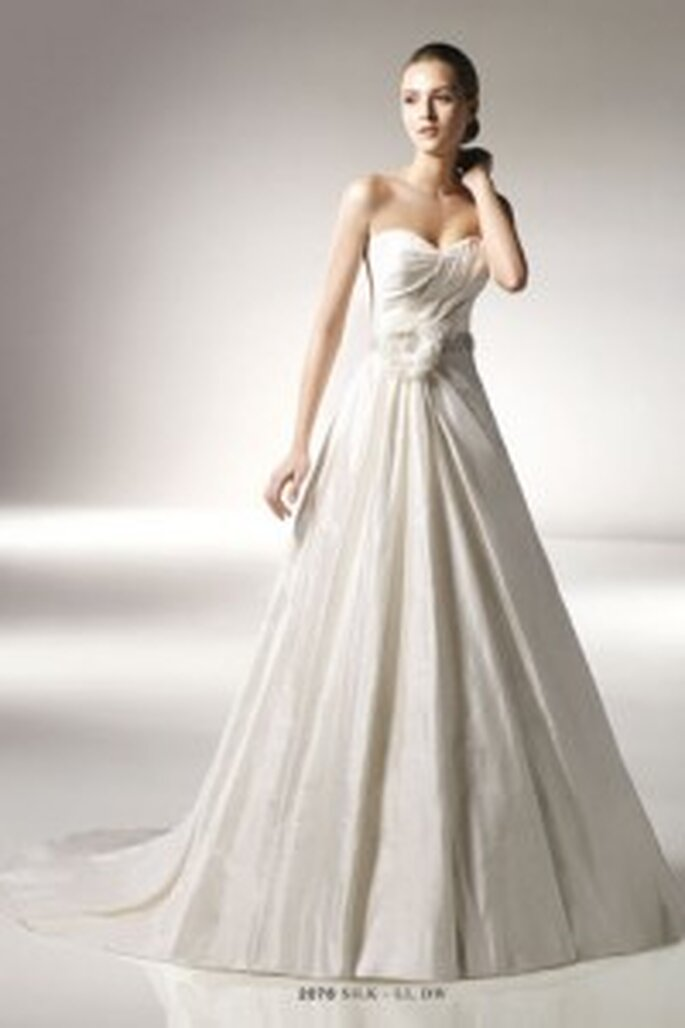 Benjamin Roberts 2076 - strapless gown with sweetheart neckline and floral applique on belt