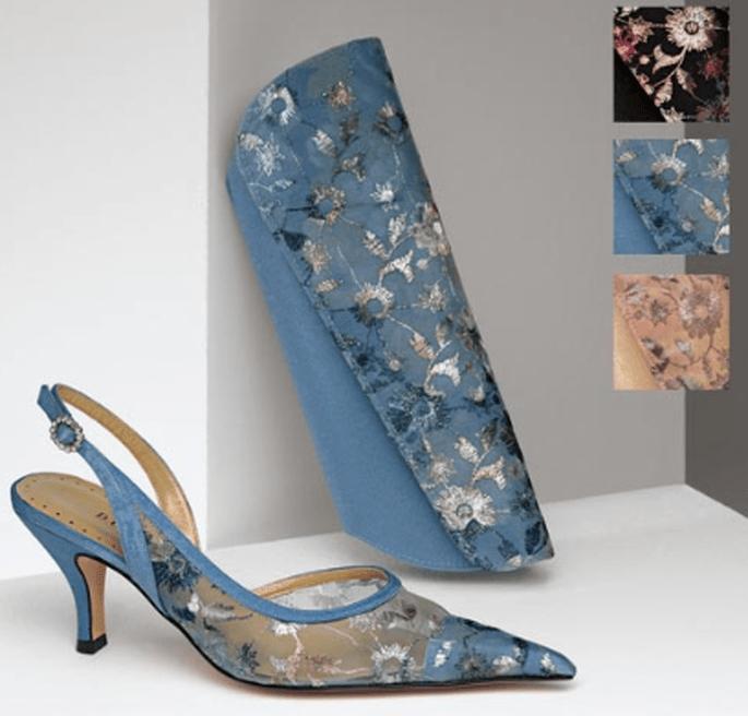 Sandalo azzurro con motivi floreali, nelle sue tre varianti di colore