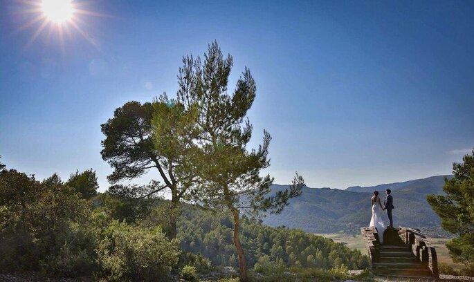 Deux mariés se disent «oui » en Provence, en plein cœur de la nature