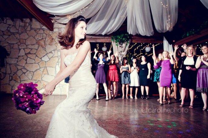 Lanzar el ramo de novia - Foto Sweet Caroline photo