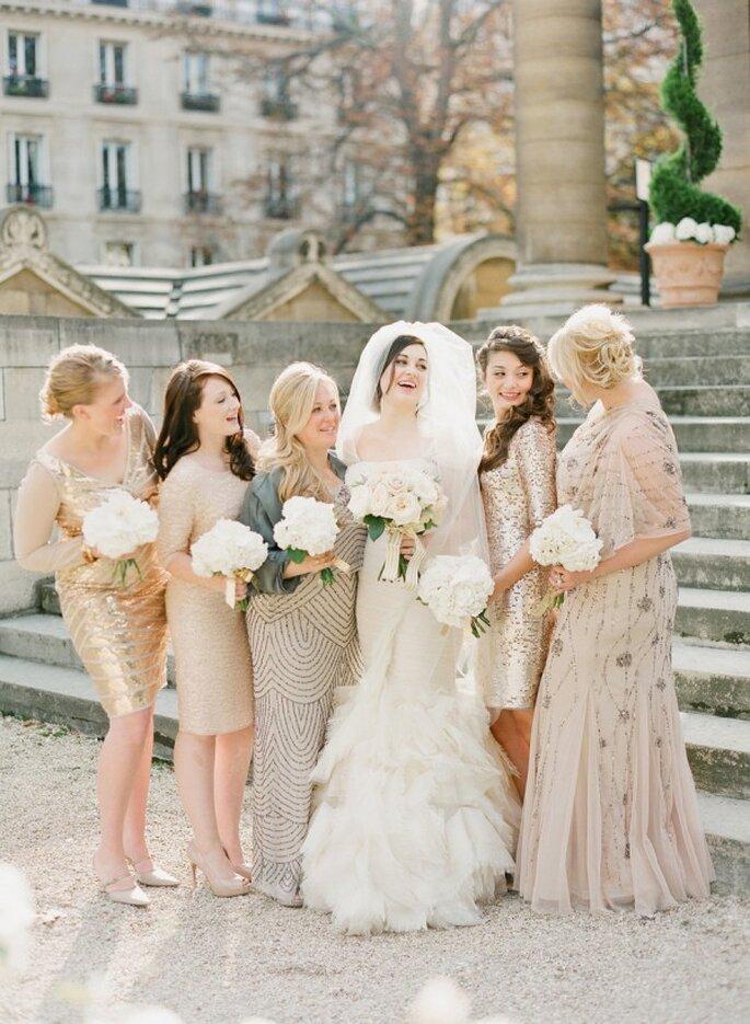La tendencia de los vestidos desiguales en tus damas de boda - Foto KT Merry