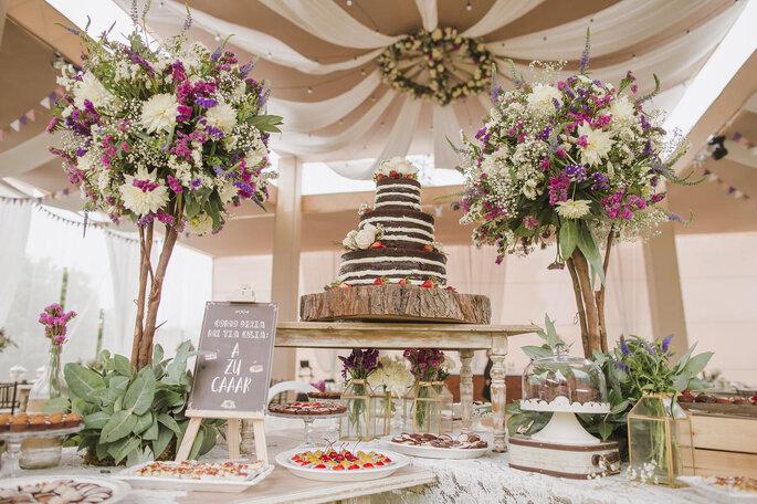 Mesa de postres del banquete de boda