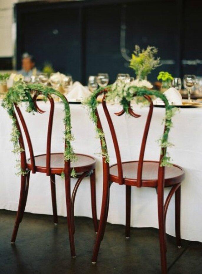 Jouez avec les chaises de votre salle de réception ! -Source : Style Me Pretty