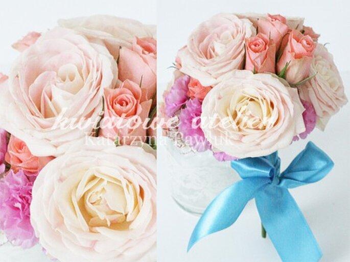 bukiet ślubny z róż różowych