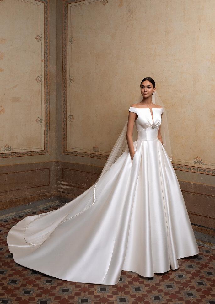 Vestido de novia corte princesa en blanco hueso satinado