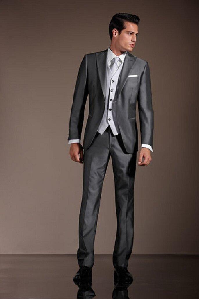 Completo da uomo classico grigio. Foto: marchiabbigliamento.it