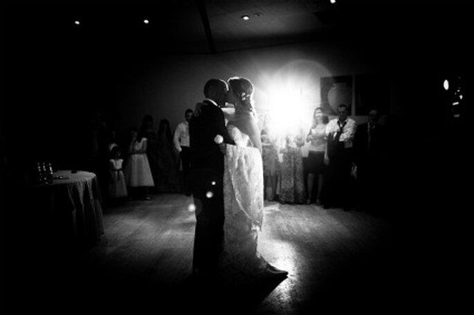 Los novios durante su emotivo baile- Foto: Valentín Gámiz