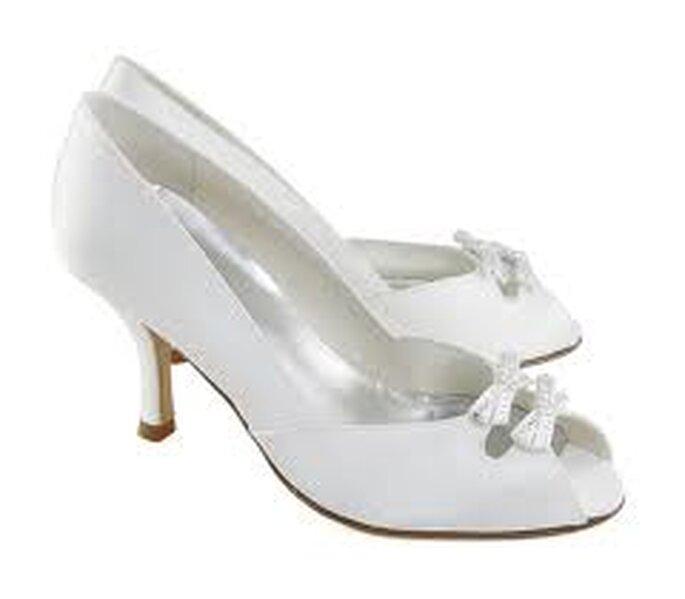 """Zapatos de novia retro: un """"must"""" en este 2011"""