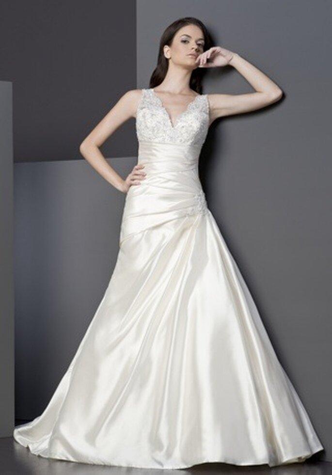 Brautkleid mit V-Ausschnitt - Modell Tia 5002 von Tia Bridal