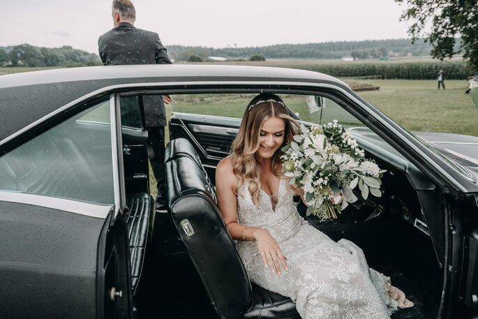Hochzeitsauto Oldtimer mit Braut