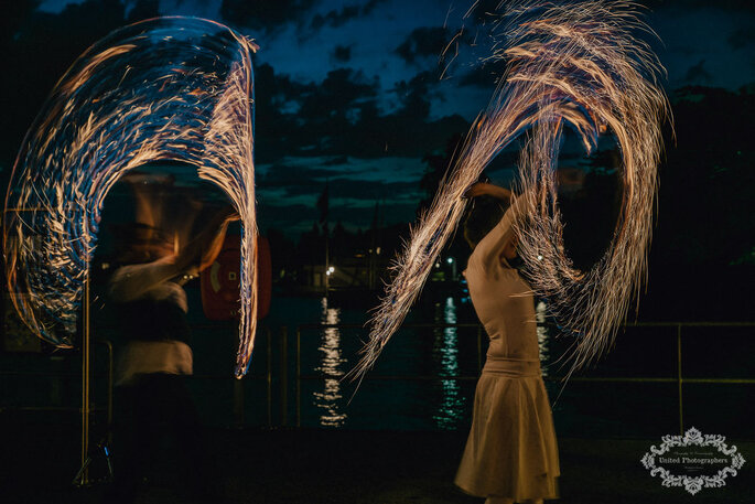 Feuer-Performance bei der Hochzeit.