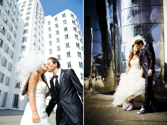 Entspannt Küssen im Medienhafen - After Wedding Fotos von Monique Zöllner
