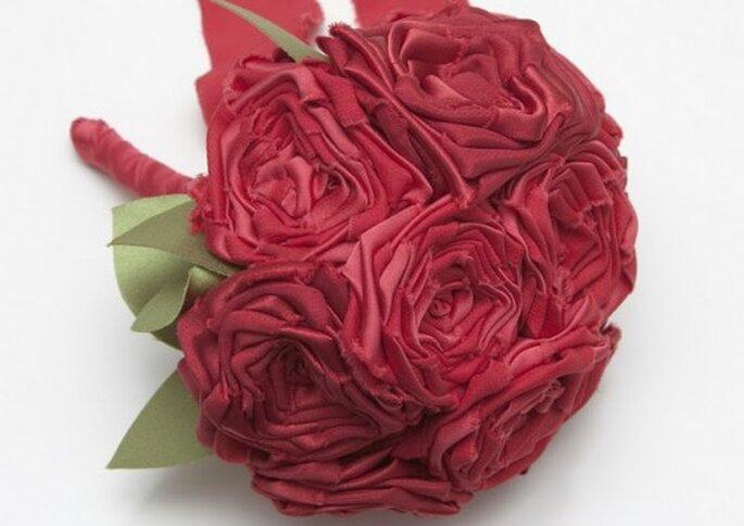Ramo de rosas rojas en tela