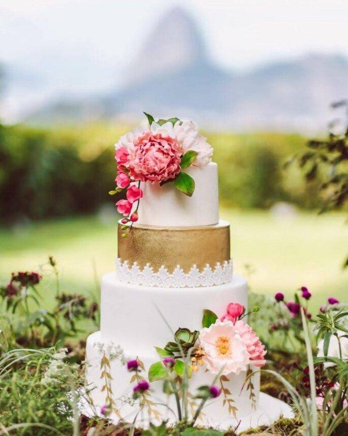 lindo bolo rústico em estilo boho