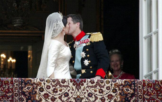 El beso de la boda real de Federico de Dinamarca y Mary Donaldson