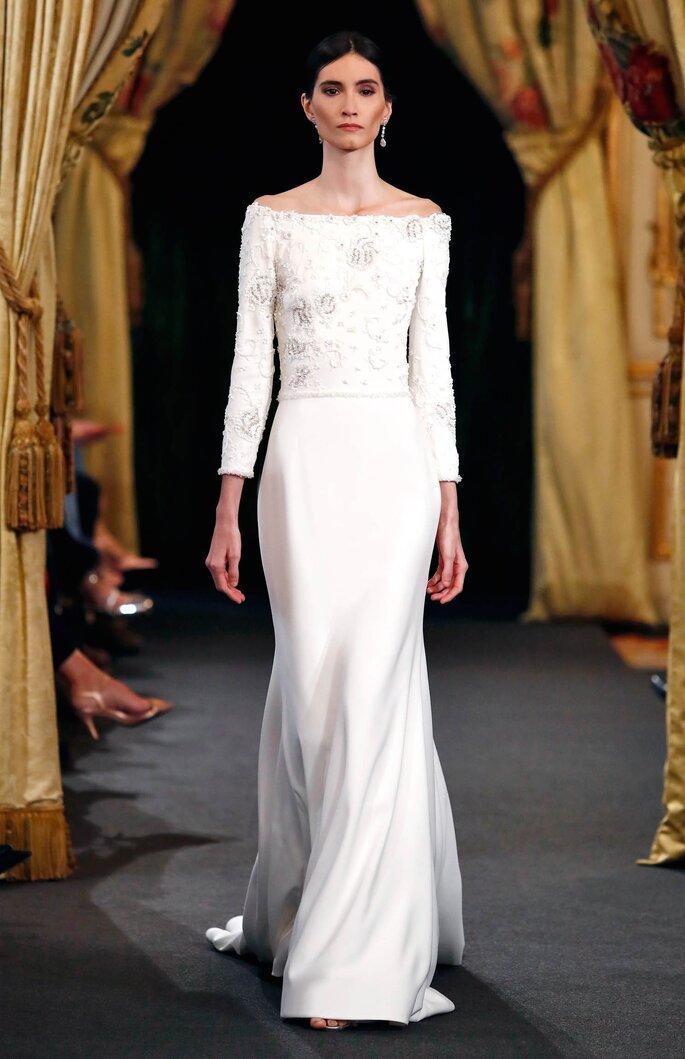 Vestido de novia con cuello barco y manga larga, línea A