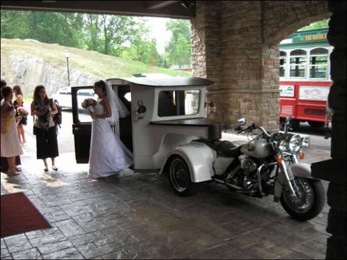 Carruaje tirado por una moto Harley Davidson