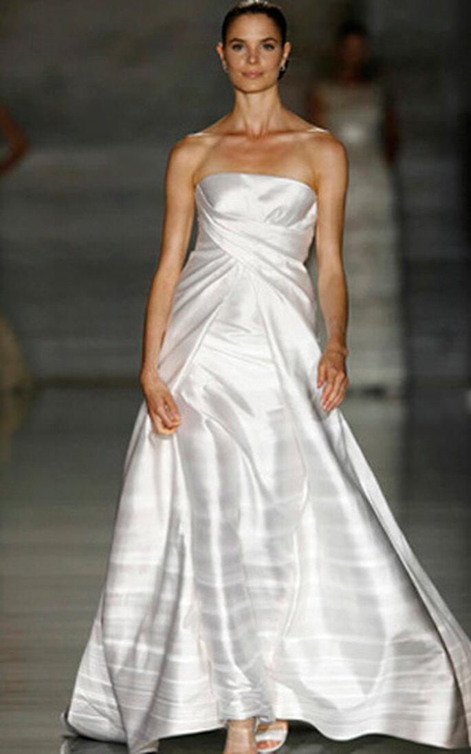 9323d7b34f85 Abiti da sposa 2010 Valentino per Pronovias