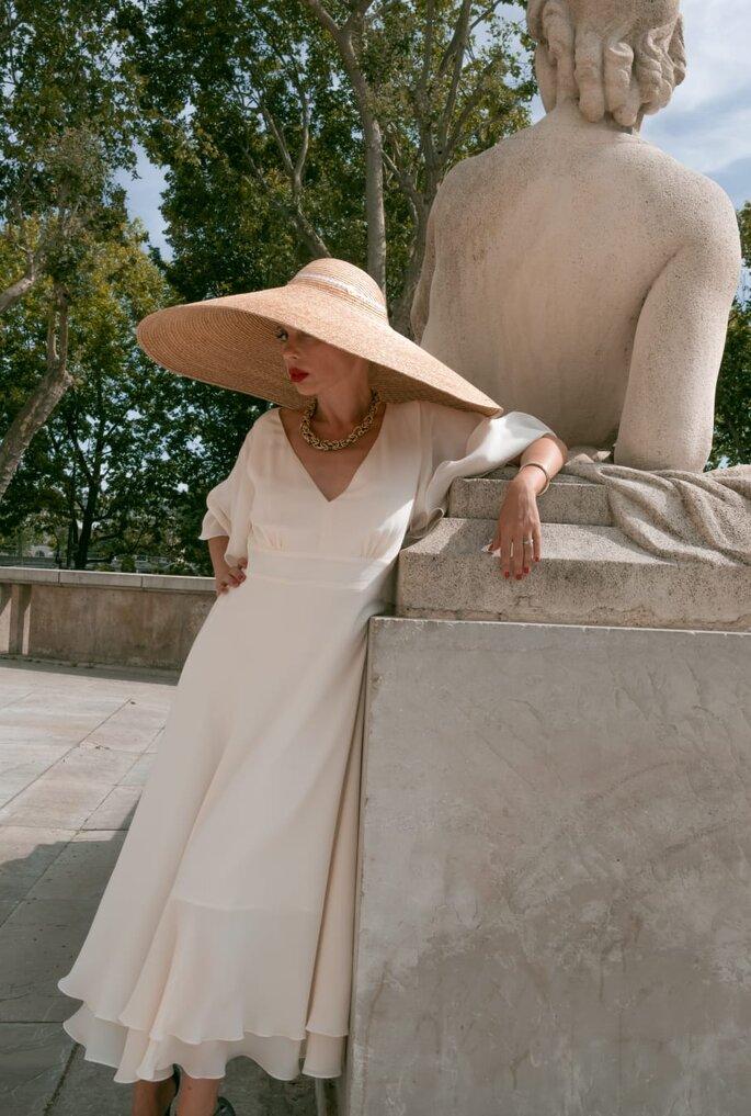 Oksana Coquard - robe de mariée blanche, fluide, droite, avec des manches, confectionnée par Oksana Coquard