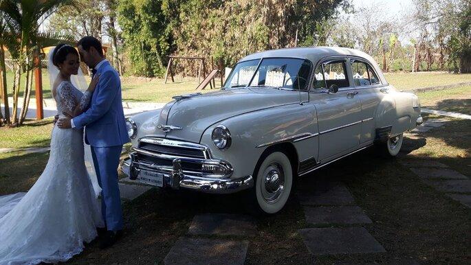 Lindo carro antigo para casamento