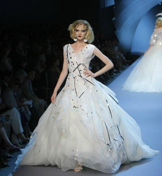 Vestido en tul con lunares en blanco y negro. Dior Haute Couture 2011-2012