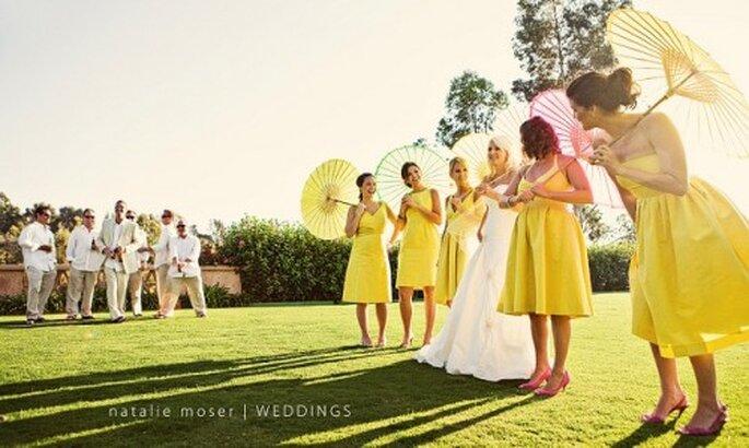 Ombrellini cinesi alle nozze. Foto: Natalie Moser - www.nataliemoserphotography.com