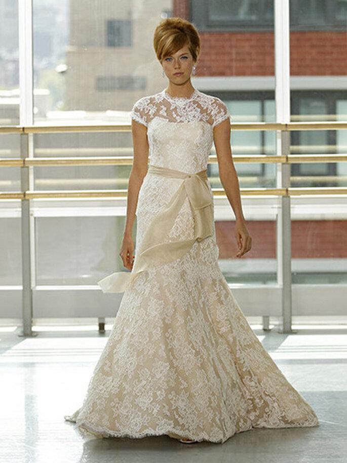 Vestido de novia con encaje en color crema - Foto Rivini 2013