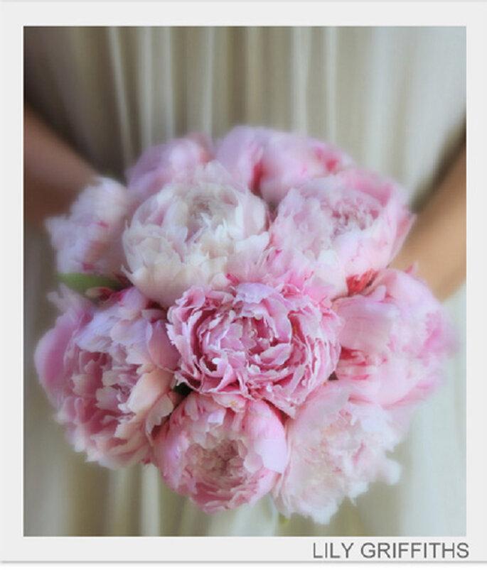 coordonner son bouquet de mari e avec sa robe. Black Bedroom Furniture Sets. Home Design Ideas