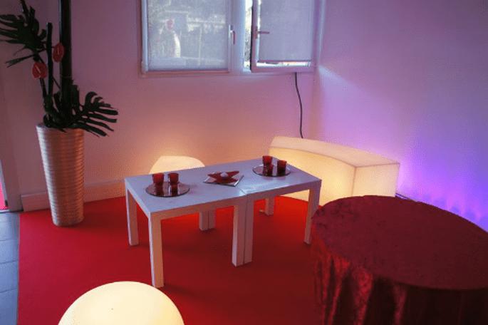Espace lounge : la touche déco tendance pour votre mariage. - Photo : One Day Event