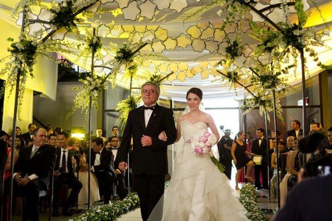 La ceremonia religiosa con una decoración muy romántica y natural - Foto Pepe Orellana