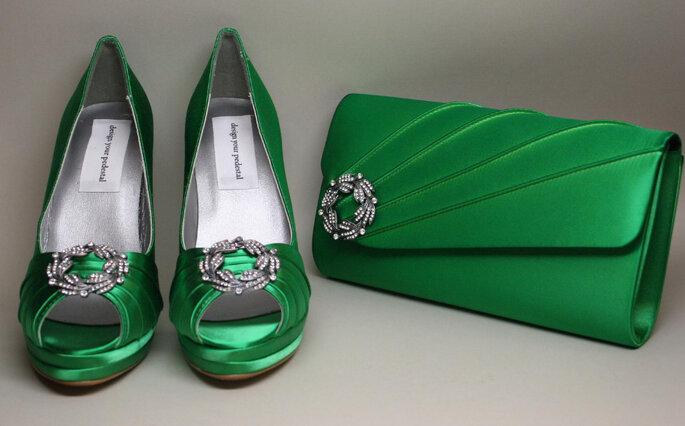 Chaussures et pochette de mariée de couleur vert émeraude. Photo: www.designyourpedestal.com vía Etsy.com