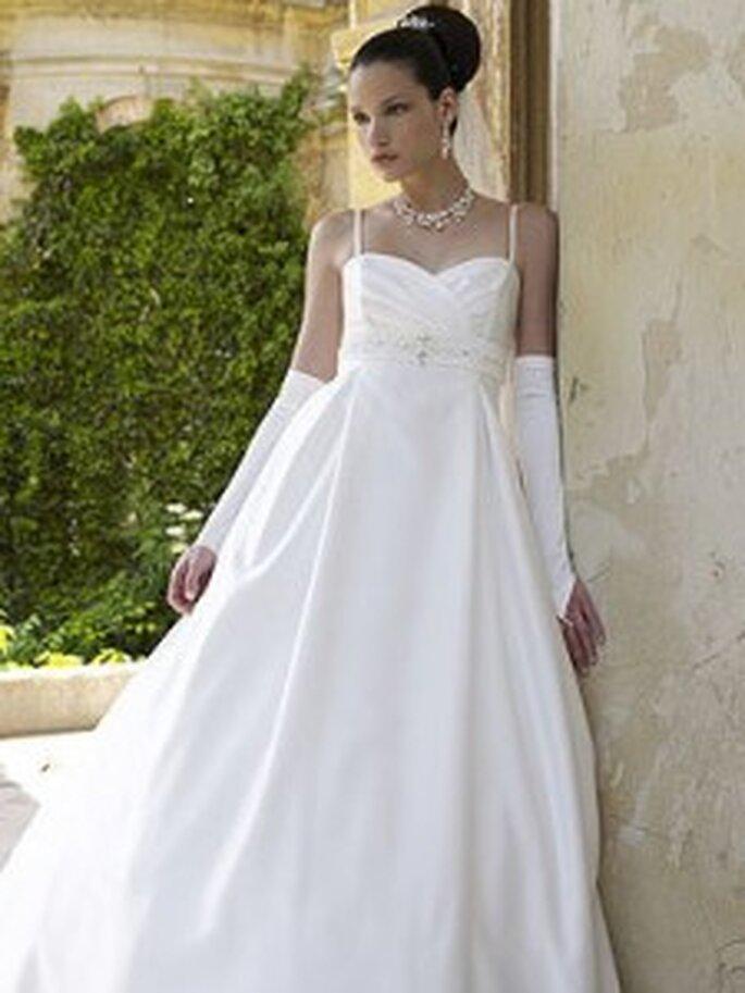 LILLY 2010, 3099 - Brautkleid im Empirestil mit Spaghettiträgern, Herzausschnitt und Schmuckstein