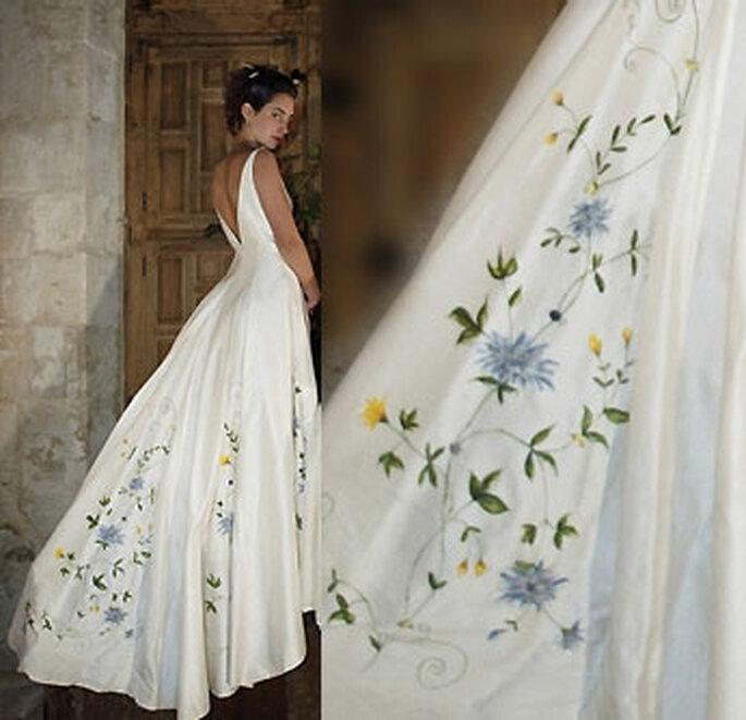 Collection de robes de mariée Valérie Devillers -Amelina : shantung à plis creux peints et brodé
