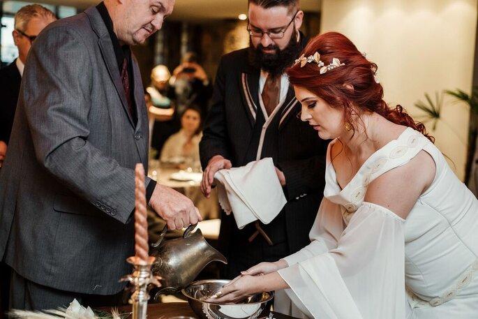 Ritual emocionante de união dos noivos