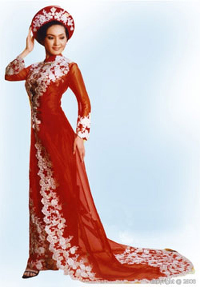 La fiancée porte traditionnellement un ao dai rouge