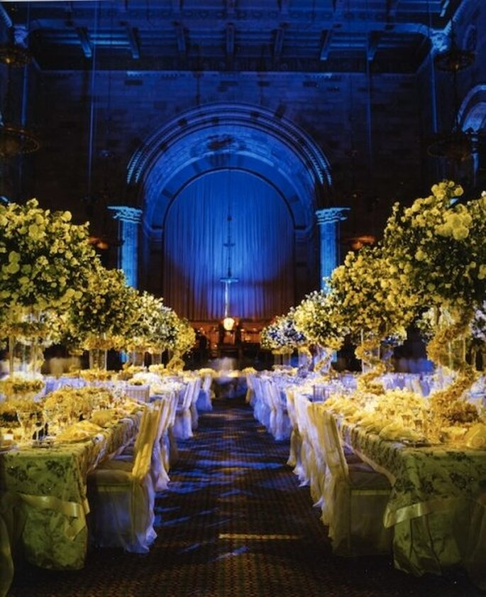 Juego de luces, centros de mesa y detalles de luz majestuosos - Foto Preston Bailey