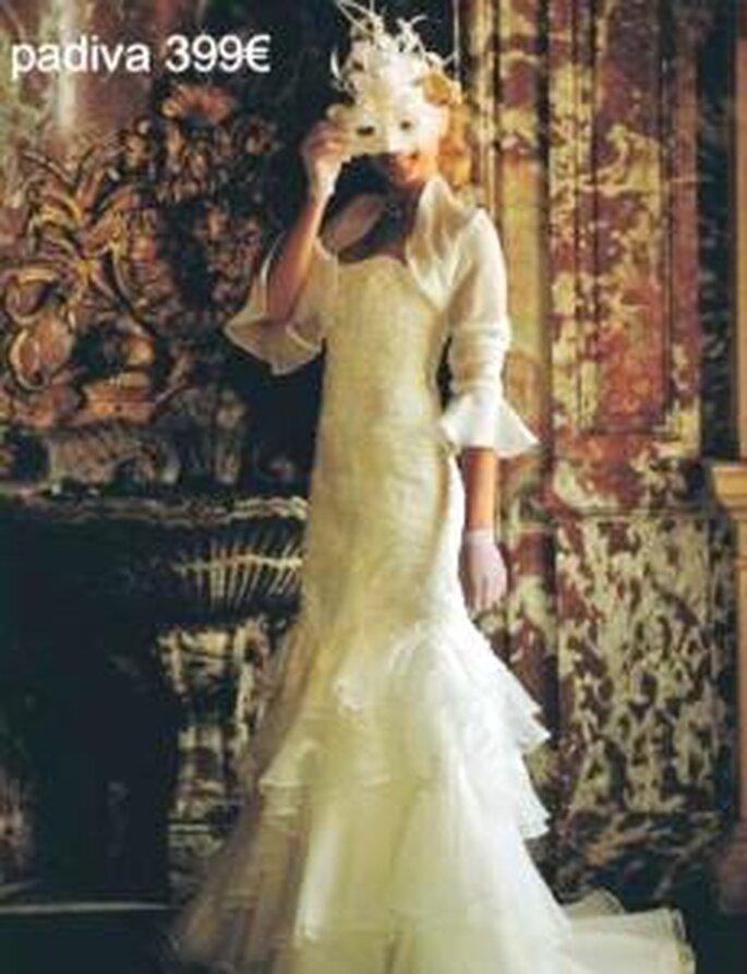 Tati Mariage 2009 - Padiva, robe longue en tulle et soie brodée, coupe sirène, avec boléro