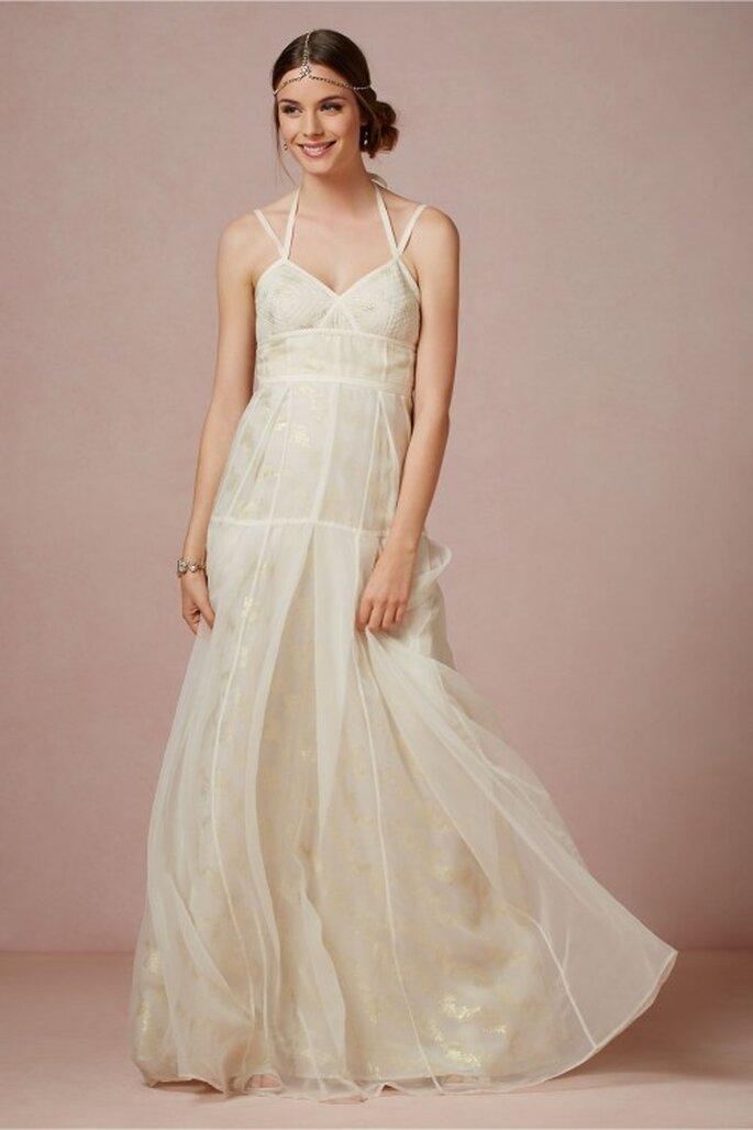 vestido de novia 2014 largo en color ctema con tirantes cruzados y falda con caída elegante - Foto BHLDN