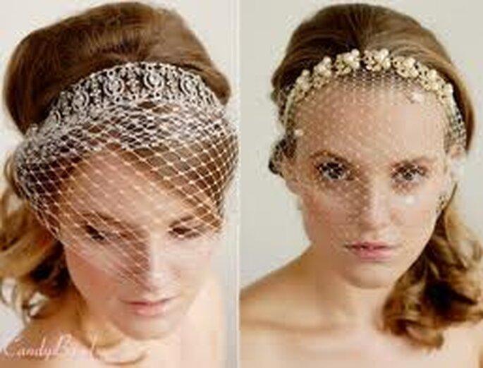 Tiaras labradas como joyas y redecilla en tonos blancos y dorados, perfectos para lelvar el pelo suelto a la hora de dar el si.