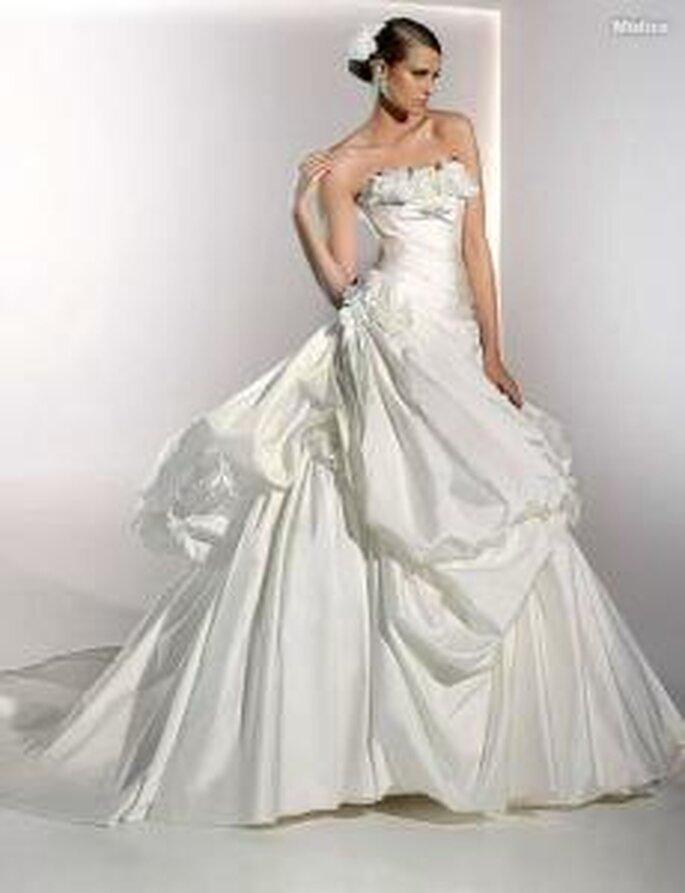 Pronovias 2010 - Mistico, vestido largo de corte princesa, escote recto palabra de honor