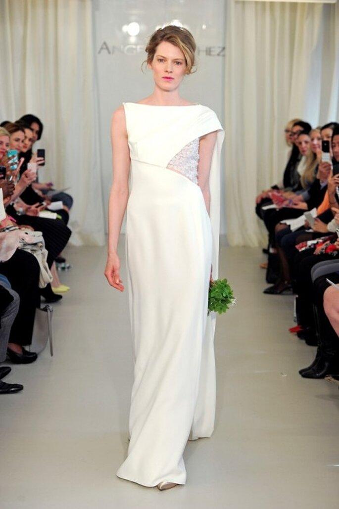 Vestido de novia 2014 en color blanco con cuello ojal y silueta recta - Foto Ángel Sánchez